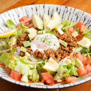 贅沢な沖縄料理