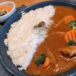 MOMO - 料理写真:ツナと野菜のカレー
