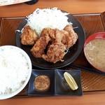 から好し - 料理写真:ヤッパリ唐揚げ定食は6個は必要でしょ!