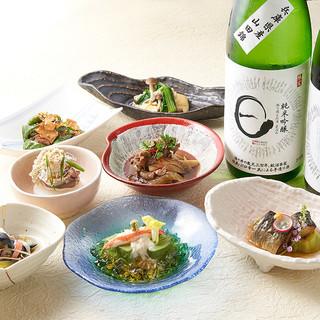 日本酒は充実の30種類以上!飲み放題で飲み比べも♪