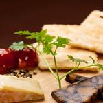 本日のおすすめチーズ2種盛り合わせ