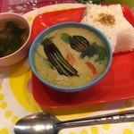 カジュアル タイ料理 カオサンカァ - グリンカレー 850円(ナスとチキン入り、スープ付)