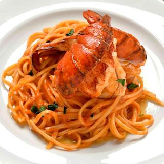パスタやピッツァ、グリル料理まで、お食事もしっかり楽しめる!