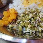 インド食堂ワナッカム - ・ウールガイ(左)、スプラウト(右)