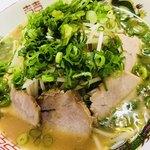 めじろ - 料理写真:昔ながらの中華そば(ねぎもやし多目)