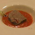 スペイン料理サルデスカ - 稚鮎とイベリコ豚のパステル ガスパチョ