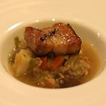スペイン料理サルデスカ - メネストラ スモーク岩中豚三枚肉 北海あさり