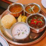やっぱりインディア - マサハーリー ターリー(カレーはシェフチキンカレーとマトンラーダ)