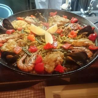スペインでは誰もが知るお料理を。40年ブレない味を堪能する…