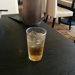 七左食堂 - サービスのジンジャーエール(ちょっと飲んでる)