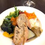 ワイン&お野菜バル ベジバル - サラダビュッフェ&パン