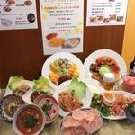 クワンチャイ タイ食堂茶屋町店 - サンプルたくさん。