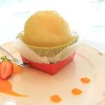 佑花里 - 料理写真:まるごとメロン 650円