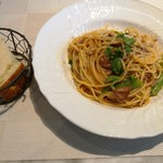 88256601 - 選べるパスタはこの日は7種類、北海道産仔羊のラグーのスパゲッティ、ふんわりフォカッチャ