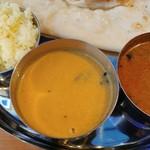 DELHI GATE - 左から「ターメリックライス」「Prawn Curry」「南インドのチキンカレー」