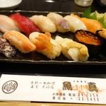 魚真 - 小樽にぎり(12カン) 2,300円