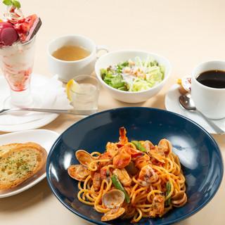 別腹までお腹いっぱい☆パスタ&パフェを堪能!ベツバラランチ♥