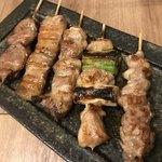 炭火焼き 煙 - おまかせ串5種盛り タレ(せせり、ねぎま、もも身、豚バラ、ハツ)