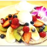 ホヌカフェ - ふんだんなフルーツが美味『ホヌカフェ・オリジナルパンケーキ』