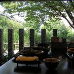 8827746 - 個室の窓から見える庭園