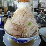 山勝角ふじ - 嫁が食べたラーメン(並)780円「野菜増し、ニンニク普通、玉ねぎ多め」