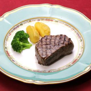 """""""ステーキ""""と呼ばずに""""ビフテキ""""と呼ぶ。素材の魅力を一皿に"""