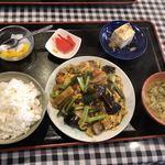88279726 - 豚肉、キクラゲと玉子定食@680円