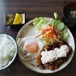 サムワン - 料理写真:チキン南蛮と目玉焼き定食@780