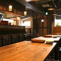 ◆テーブル席&カウンター席◆オープンキッチンのライブ感溢れるオシャレ空間♪