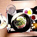シダックス - 料理写真:まぐろとおくら丼セット¥680(税別)