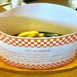 ビッグボーイ - ハンバーグの配膳時。デミグラスソースかトマトソースが選べる。もちろんデミグラスソースを選択。