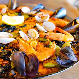本場スペインの味を忠実に再現した「パエリア」