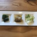 88296526 - 前菜(左からきゅうり、山芋、キャベツ)