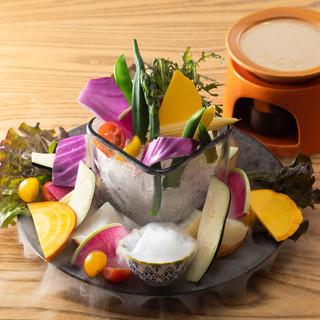 板前バル大人気の名物「産直野菜の和ーニャカウダ」