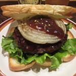 BURGER CAFE & RESTAURANT シュビドゥバー - BBQバーガー(バンズ売り切れで食パンを使用)