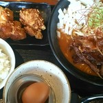 マルキン本舗 - 炙り豚バラマルキン味噌ラーメン¥880、からあげランチ¥180