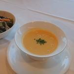 ガスライト - 宿プランのステーキセットのスープとサラダ