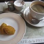 88307664 - デザート(ミニマドレーヌ)とコーヒー