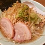 88307925 - 背油中華(背油醤油)+野菜細麺