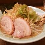 88307929 - 背油中華(背油醤油)+野菜細麺