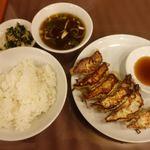 一番軒 - 焼餃子 550円 ライス 250円