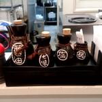 大衆食堂 御膳屋 - 【2018.6.27(水)】カウンター席にある調味料