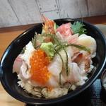 味処 佐とう - 料理写真:海鮮丼1800円