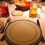 88313057 - テーブルセットとパン