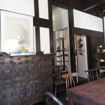 喫茶 寺町李青 - 素晴らしい李氏朝鮮の箪笥
