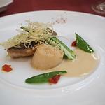 マゼランズ - イサキと帆立貝のポワレ、ヴァンブランソース