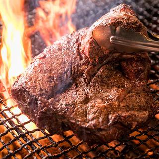 豪快で食べ応えのある赤身の塊肉を高コスパで♪