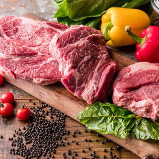塊肉は自分の目で素材を確認!お好みのグラム数で焼き上げます