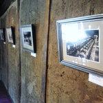 CAFE DROME - 2階に飾られている写真