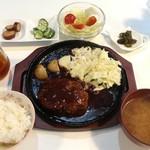 プチレストラン 喜和深 - ハンバーグ定食(690円)